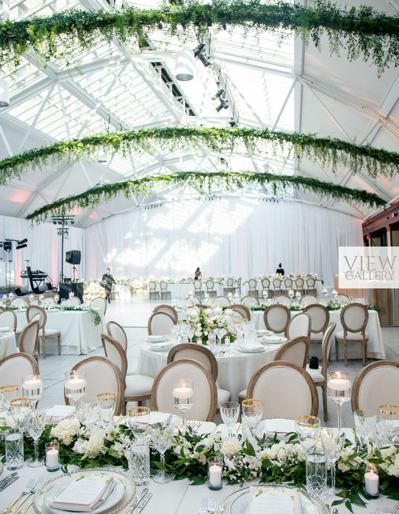 Modern indoor garden wedding in montreal for Green spring gardens wedding